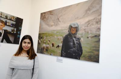 Saiesha Gupta in front of her winning photo